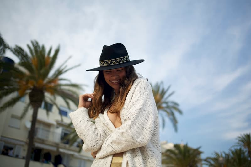 Unisex Hat in wool felt with gold ribbon - Fedora Style